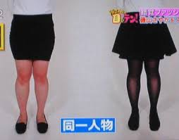 フレアスカートと30デニールのタイツによる脚長効果